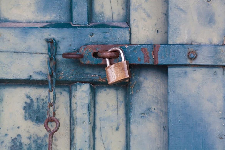 Optimized-chain-door-lock-164425.jpg
