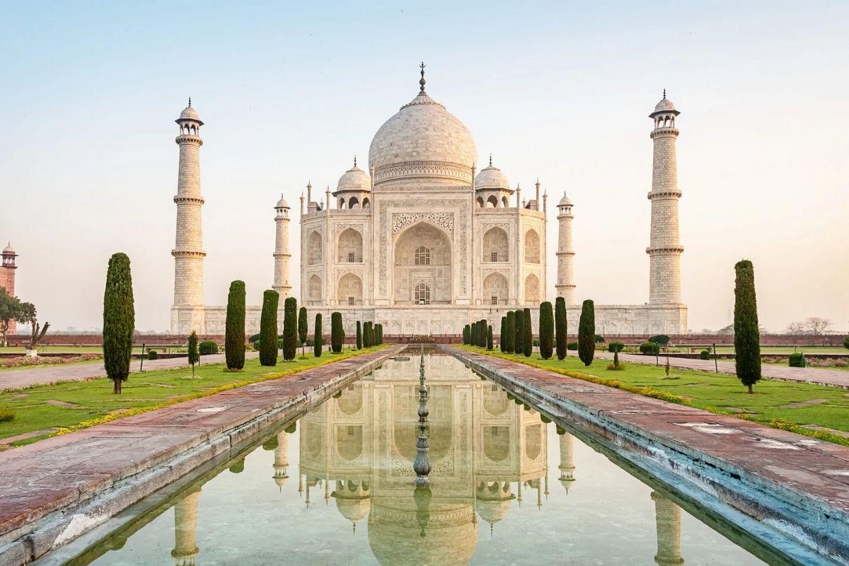 Bomb Scare Taj Mahal Shuts