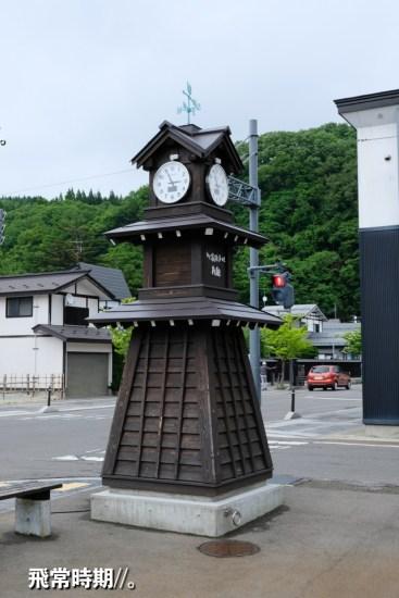 繼續前往其他屋敷,在街角發現仿古的時鐘。