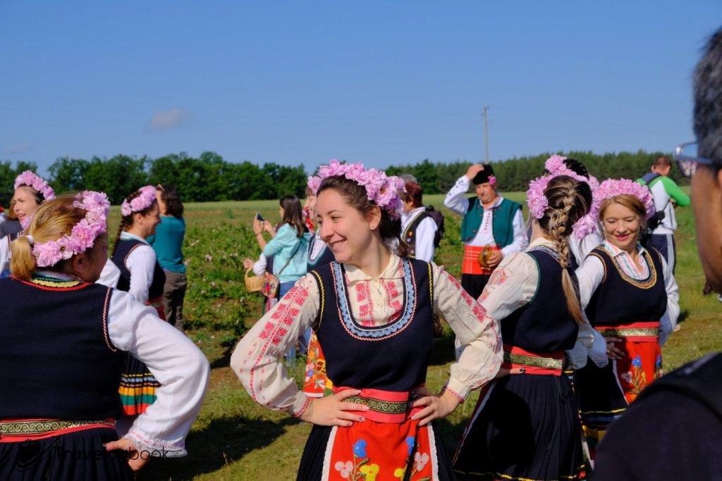 在田上可欣賞到傳統的舞蹈與音樂。