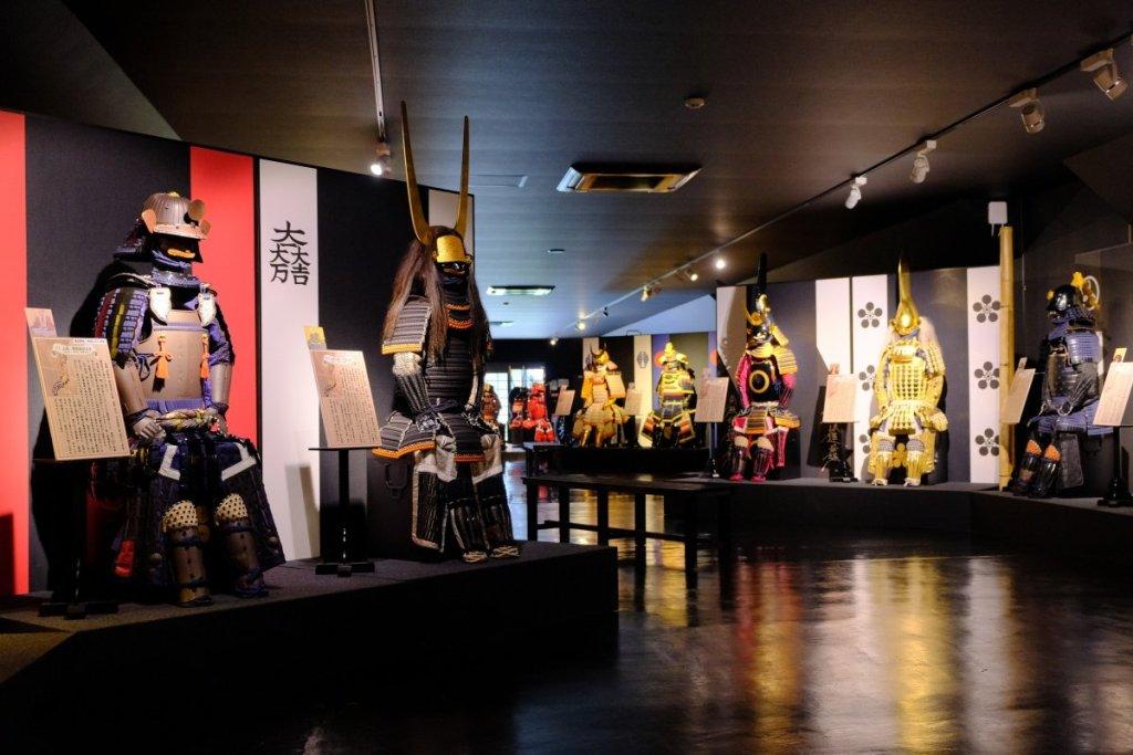 「戰國武將展示館」展出數十副戰國大名或武將的盔甲,就像一個戰國時期的衣櫥。