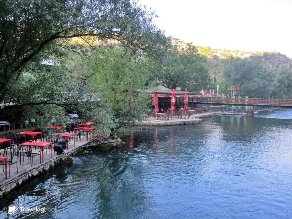 修道院附近有數間餐廳經營,環境相當清幽。