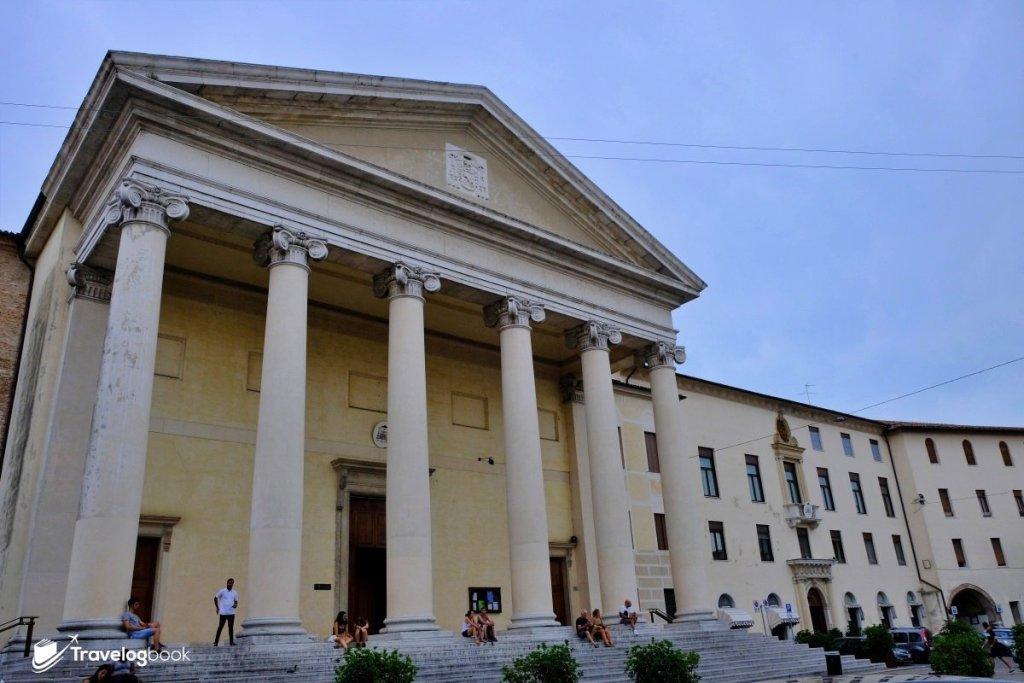 地標之一的Treviso Cathedral,建築風格似博物館多一點。