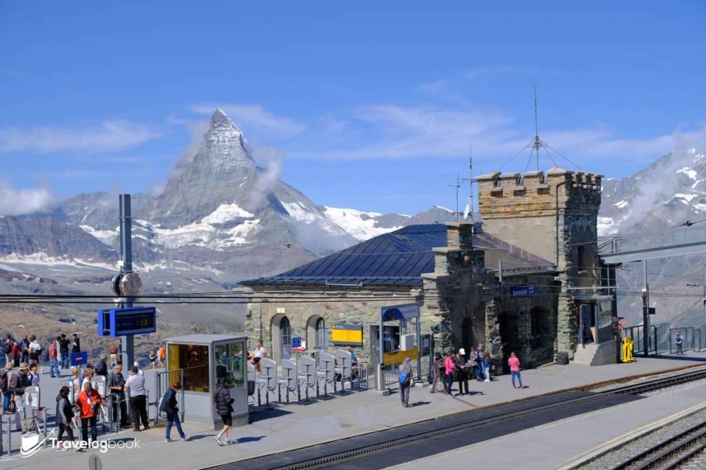 (11:36am)Gornergrat Bahn終點站(圖)本身已是極佳的觀景台。很多旅人也會選擇以這裏為起點走一小段,欣賞明媚的山區景致,再在中途的Rotenboden站(2,815m)或Riffelberg站(2,211m)轉乘列車下山回Zermatt鎮。