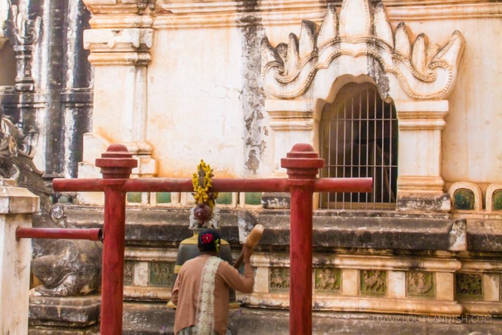 Bagan - Womat at the temple