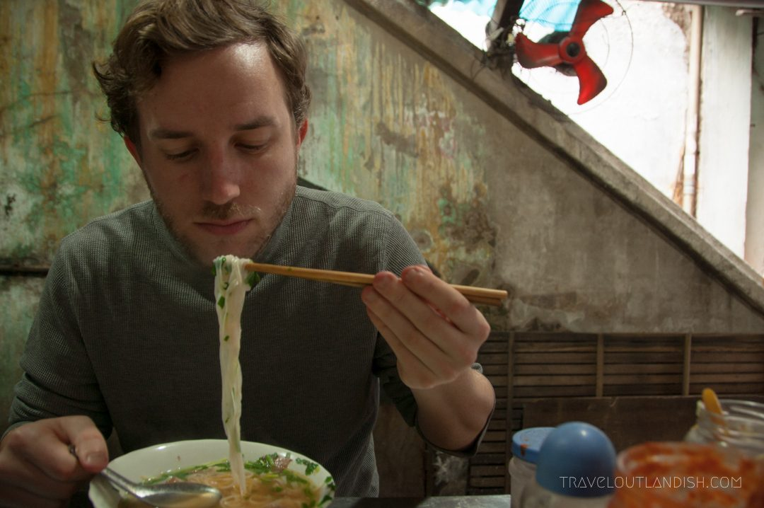Northern Vietnamese Street Food - Eating Pho in Hanoi