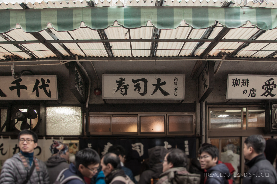 A line forming outside a restaurant in Tsukiji