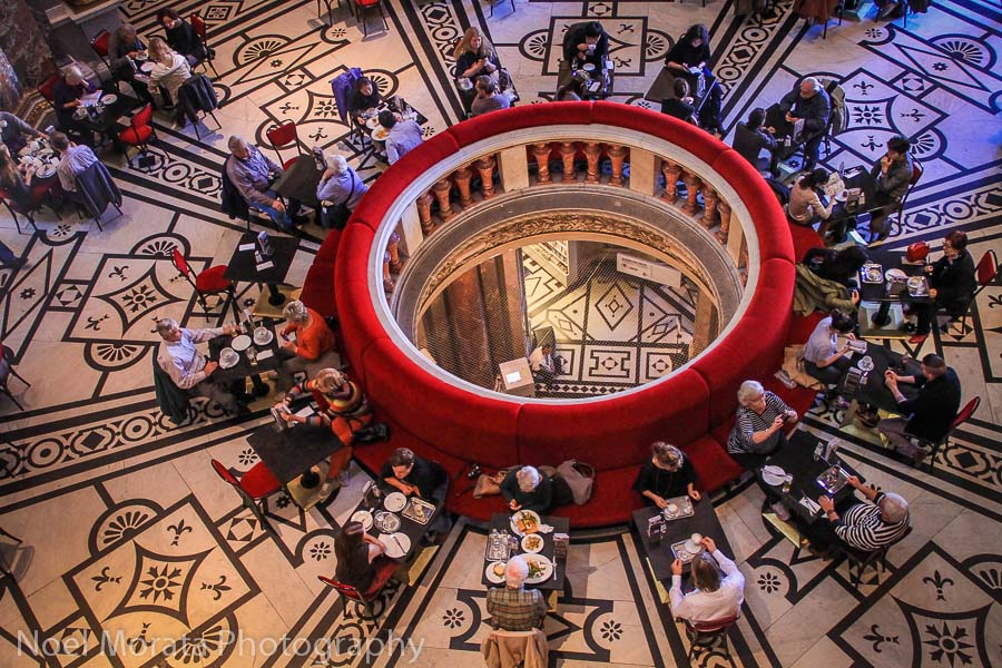 The main atrium and dining area at the Kunsthistorisches Museum