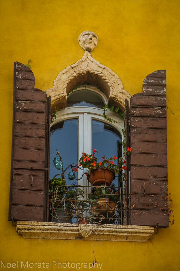 More Venetian window details in at Verona, Italy