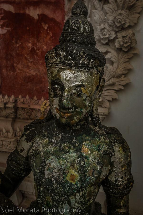 Buddha figure at Baan SIlapin
