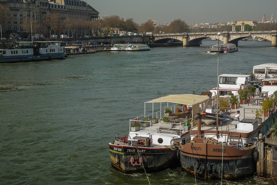 Visiting Paris: 10 tips and suggestions - walking the bridges along the Seine river