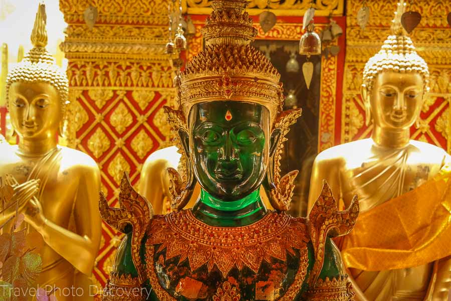 Buddhas surrounding the golden chedi