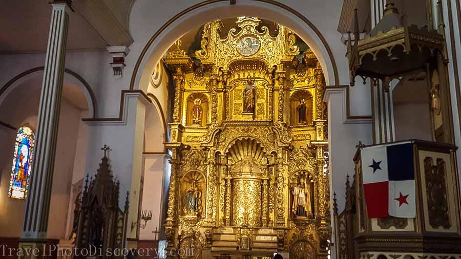 Iglesia San Jose and it's golden alter at Casco Viejo