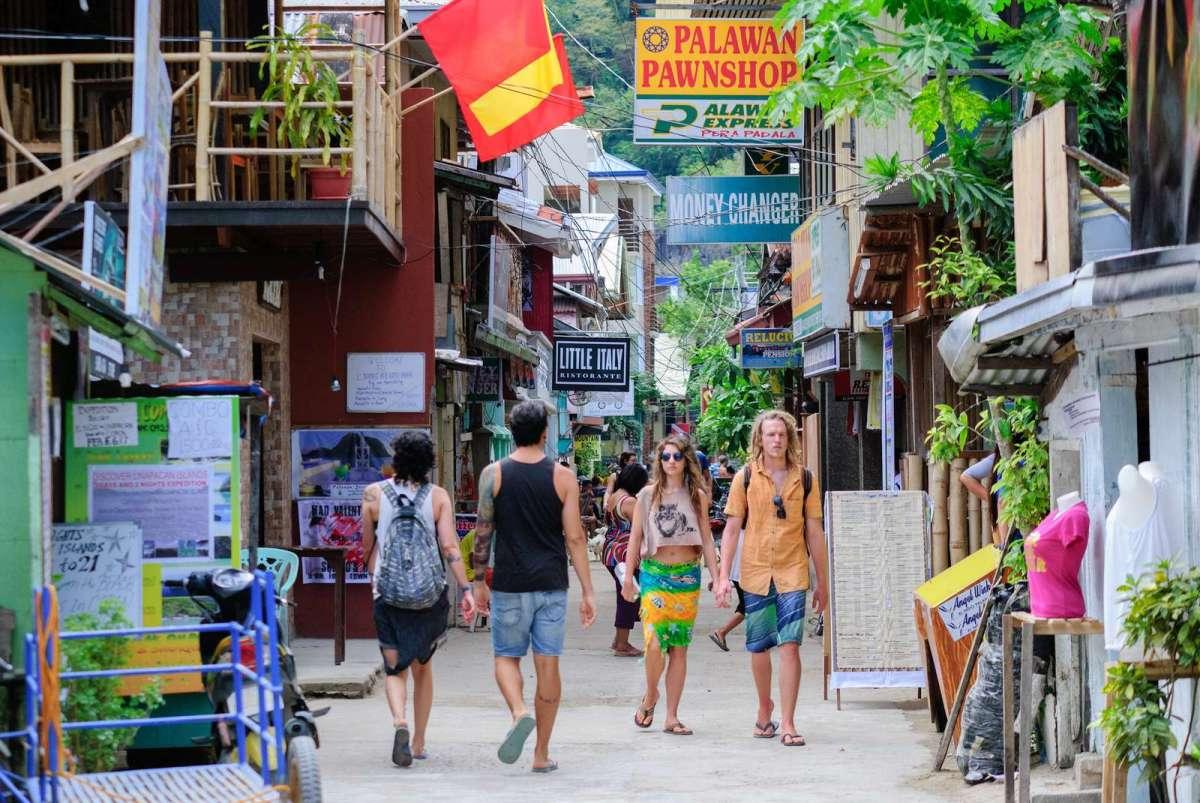 El Nido's lively Serena Street