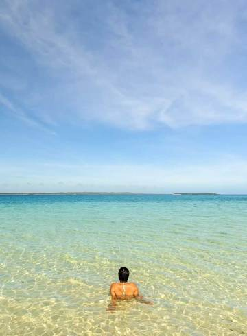 Crystal clear waters of Hilantagaan Island, Bantayan Island