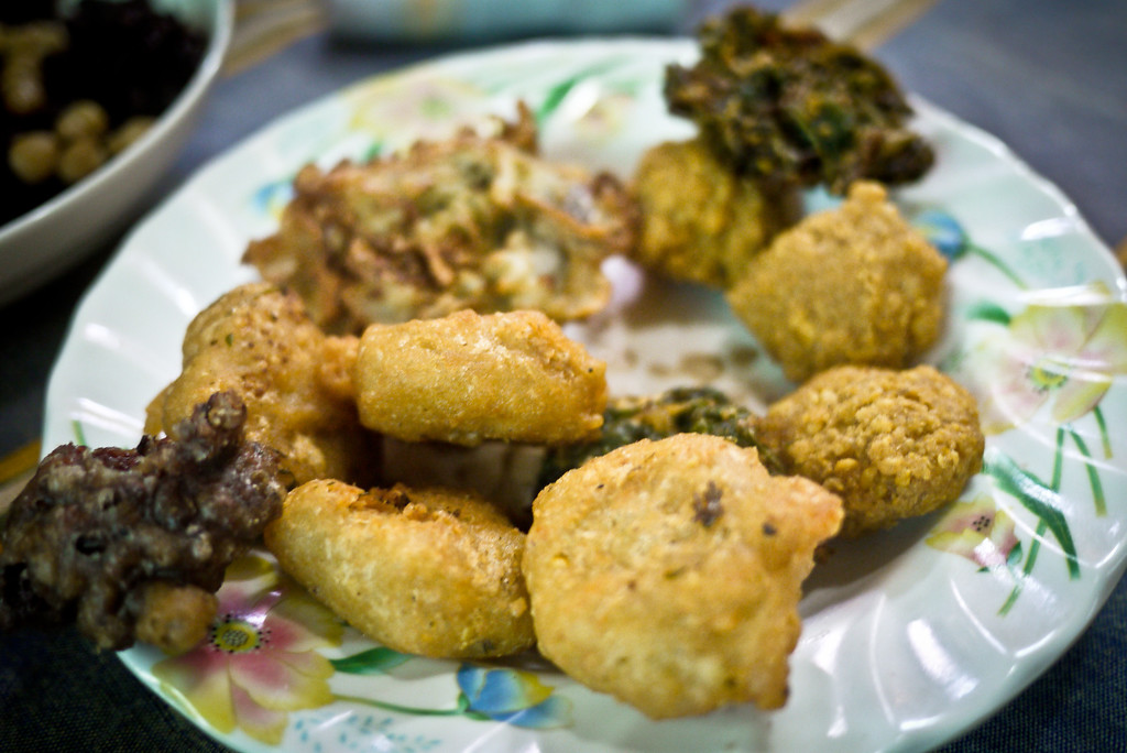 Burmese vegetarian foods in myanmar a survivors guide deep fried veggies served with breakfast lunch dinner or even just a snack forumfinder Images