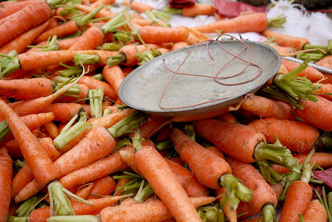 Carrots and a scale, Fuli Market, China