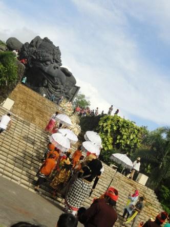 Parade by the Gaurda statue
