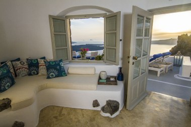 iconic-santorini-boutique-hotel-review-imerovigli-5