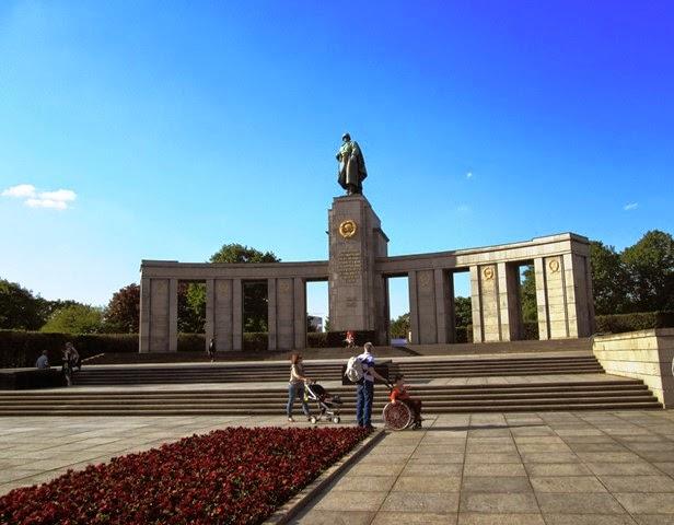 eb441-memorial_russo