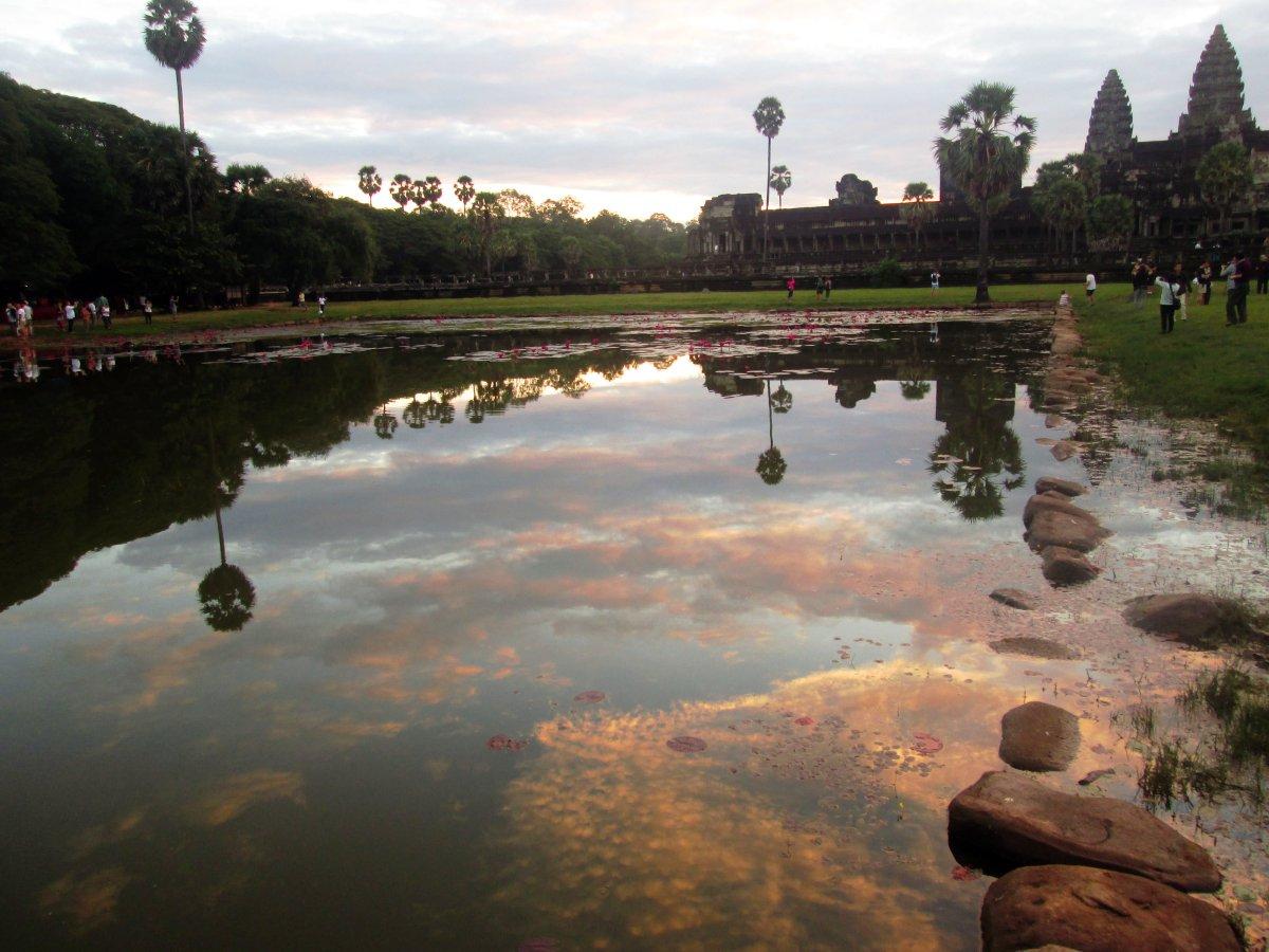 """Quantas pessoas """"cabem"""" em Angkor Wat?"""