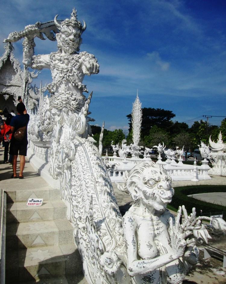 chiang-rai-white-temple5