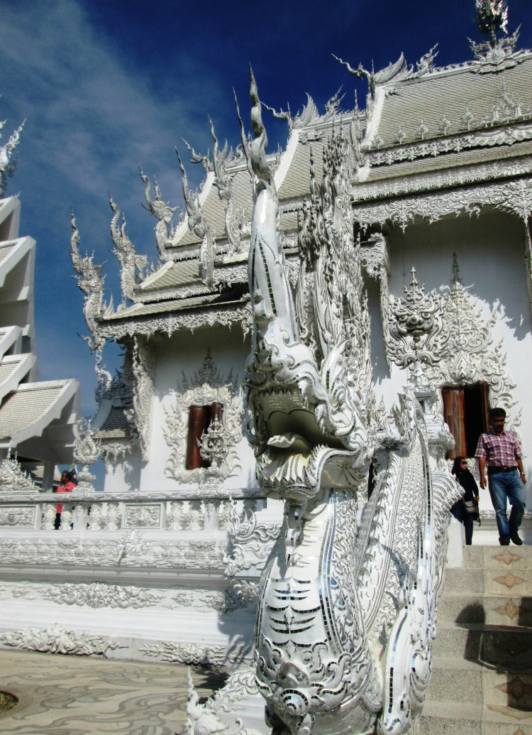 chiang-rai-white-temple6