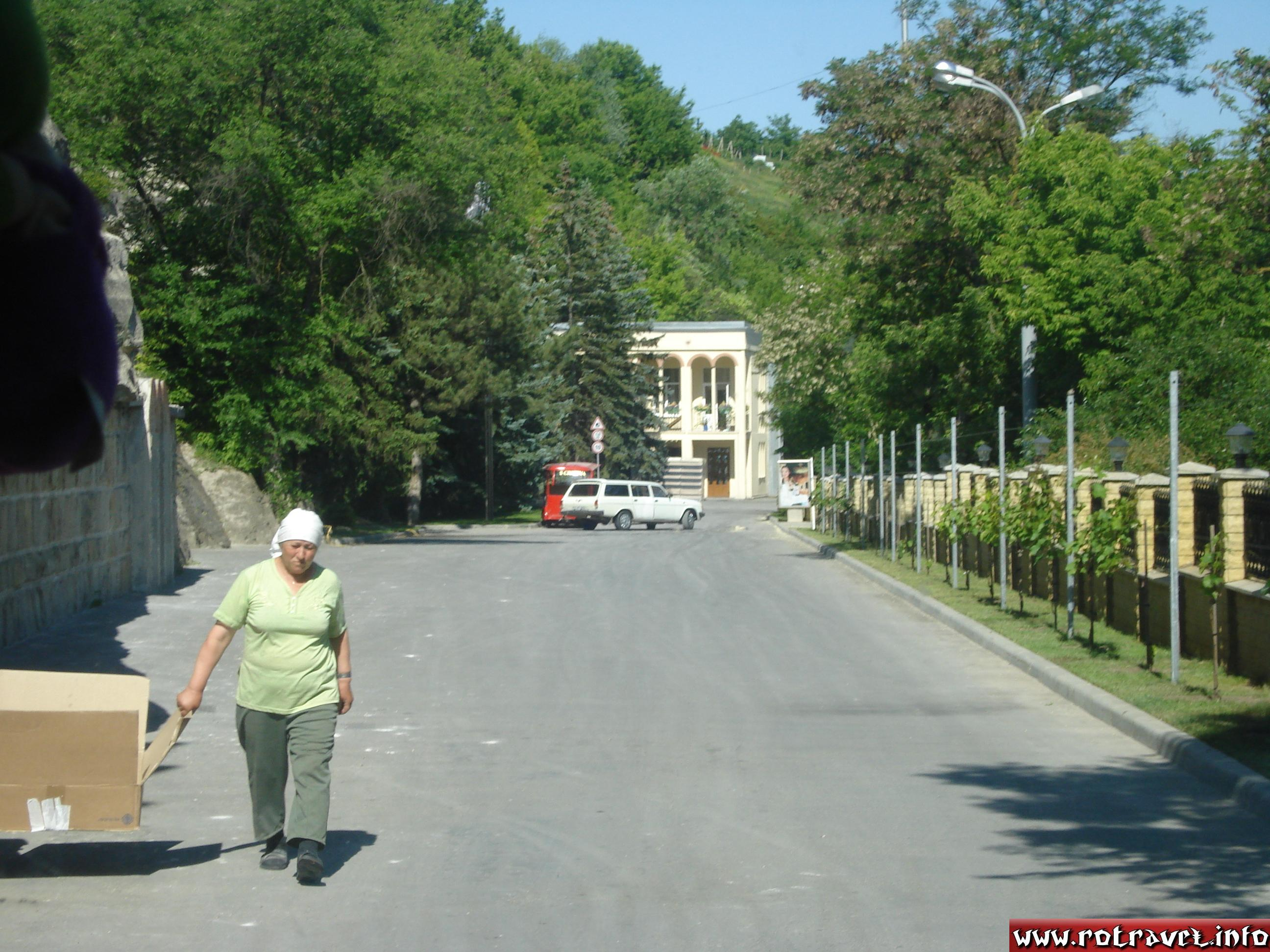 First view of the road which leads us to the Cricova's cellar.