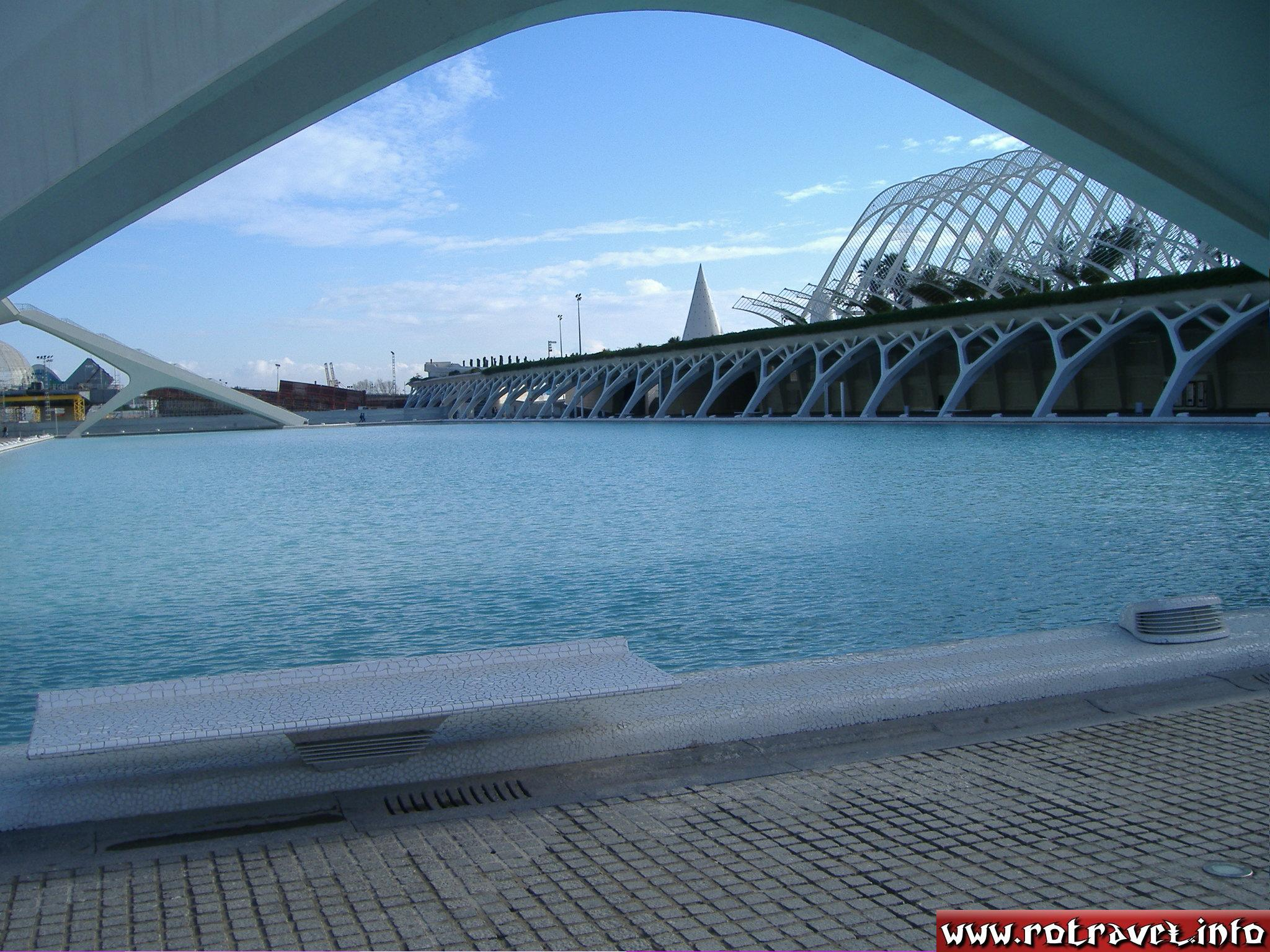The artificial lake in the centre of the City of Arts and Sciences (Ciudad de las Artes y las Ciencias)