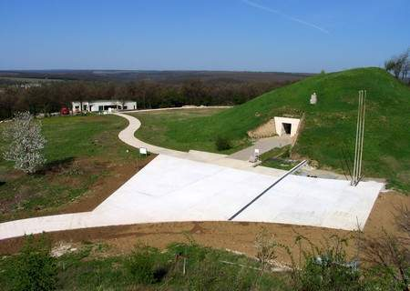 Sveshtari royal tomb below Ginina Mogila Mound - 4th - 3th century BC (www.getika.com)