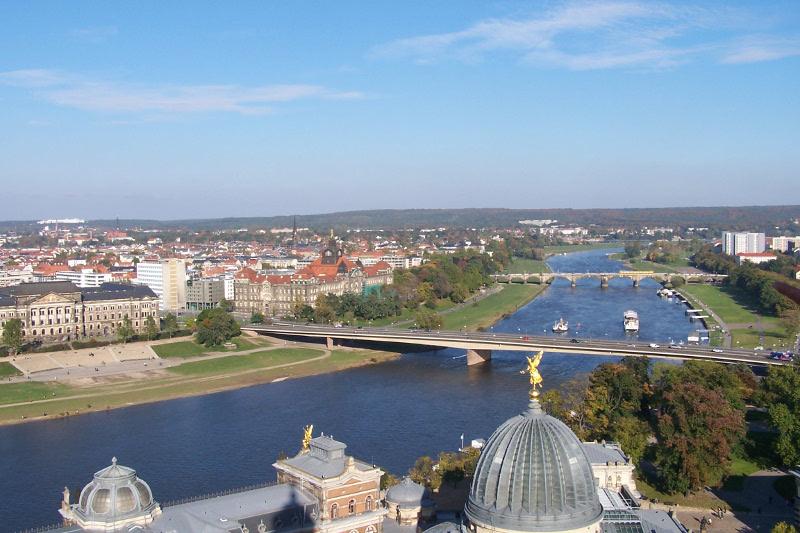 Dresden Blick von der Frauenkirche auf die Elbe
