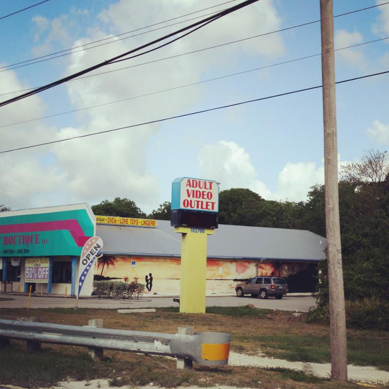 Ein Adult Video Outlet am Straßenrand Floridas