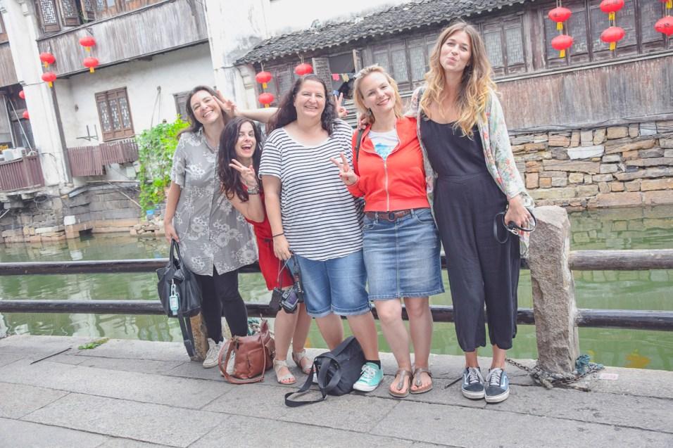 Gruppenfoto am Kaiserkanal Suzhou