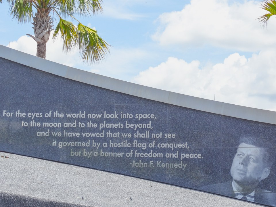 John F Kennedy Zitat im Kennedy Space center