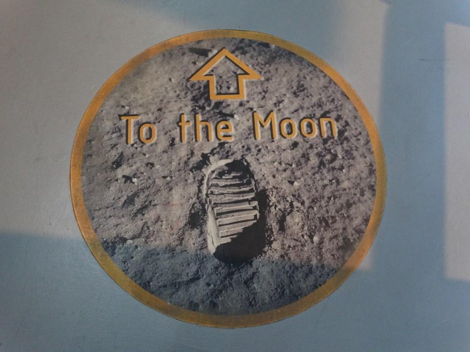 Auf dem Weg zum Mondgestein