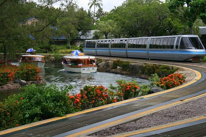 hilton-waikoloa-village-trains-and-boats
