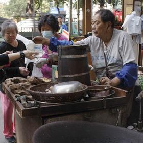 香港の街角おやつは、どこか懐かしい味