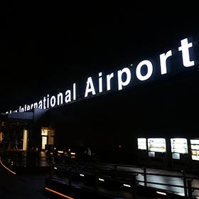 羽田空港国際線ターミナルで ステーキとイクラに大喜び