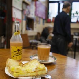 ノスタルジックな茶餐廳 瑞記咖啡で練乳たっぷり西多士の朝ごはん