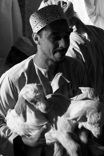 Travels by Travelers Ομάν: το κτηνοτροφικό παζάρι της Nizwa Μέση Ανατολή HOME SLIDER Φωτογραφία Sponsored  παζάρι Ομάν