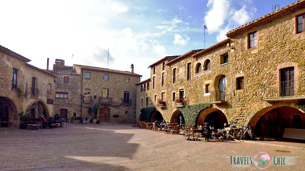Plaza mayor Monells