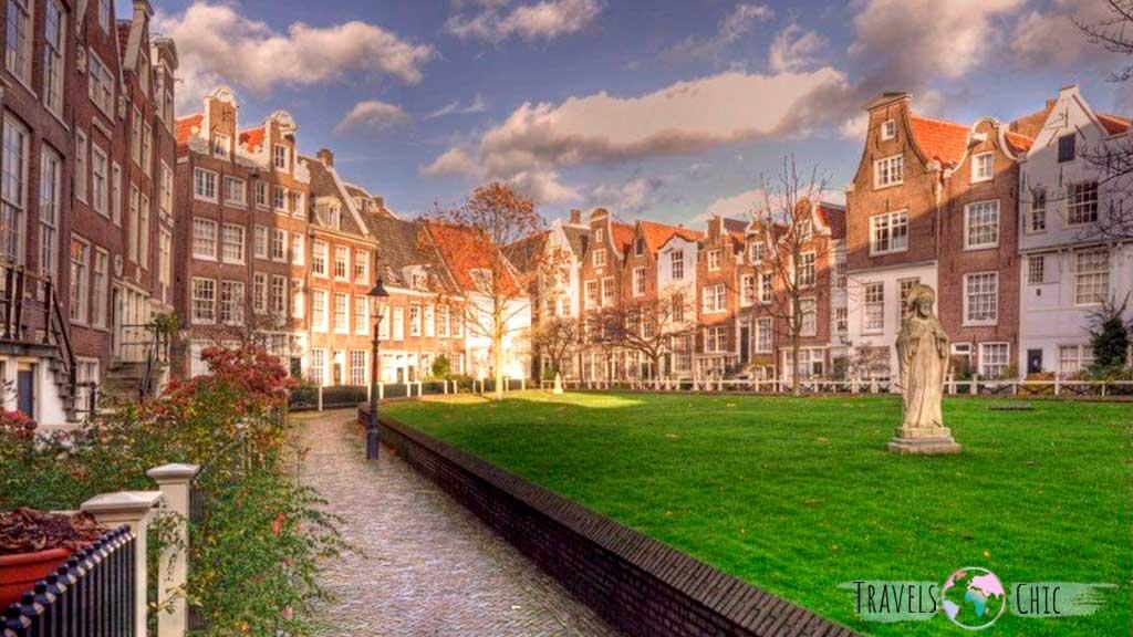 Beginhof uno de los lugares más tranquilos que ver en Amsterdam