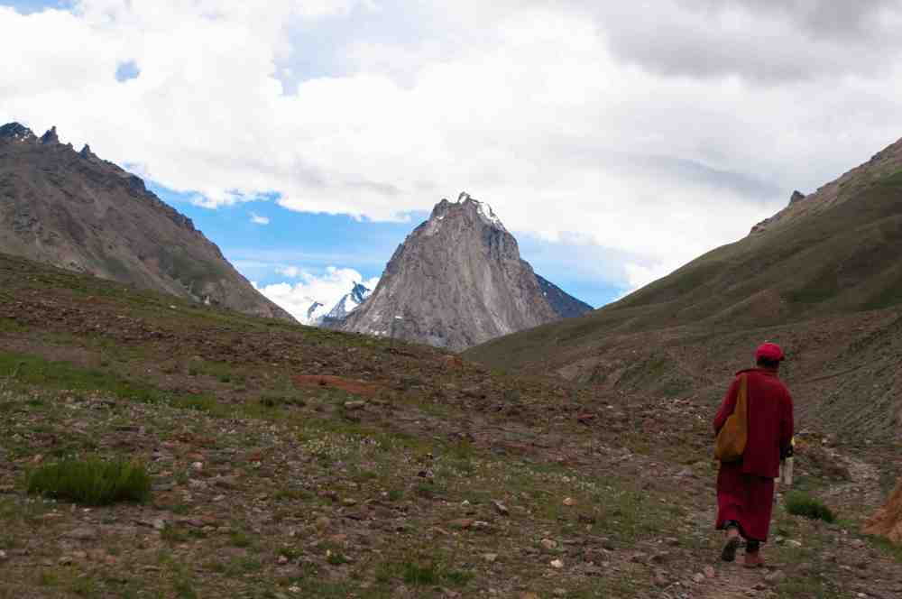 A lama from Karsha monastery goes trekking and wants to reach Manali
