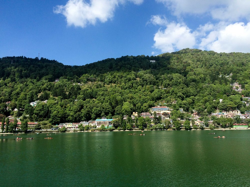Naini Lake in the middle of Nainital