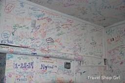 Diners who visit the kitchen also write on the walls.