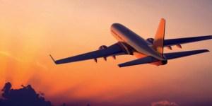 Самолет Airbus на закате
