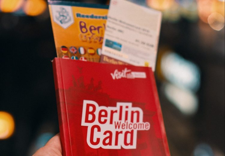 how to travel on a budget_toursit cards