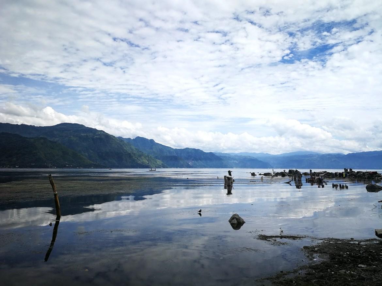 photo prise proche du lac attilan au Guatemala, magnifique endroit comme un paradis sur terre . rien de faut de prendre le bateau pour le visiter.