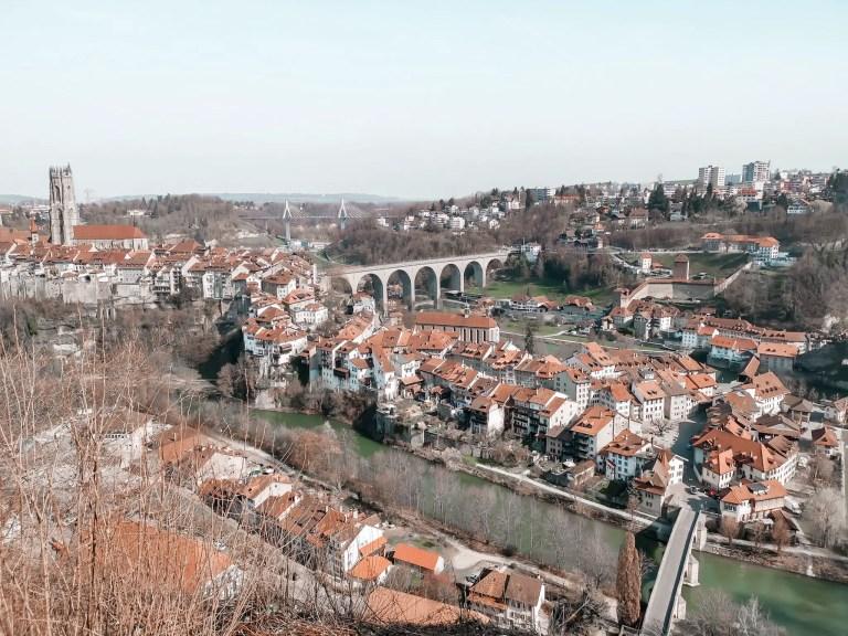 Voici une magnifique photo qui a été prise depuis la chapelle de Lorette à Fribourg. Magnifique panorama sur la ville de Fribourg.