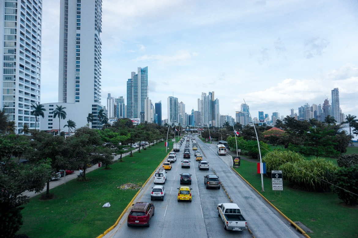 Photo qui montre la ville de Panama City et ses buildings